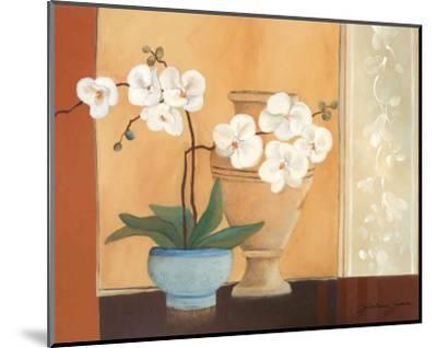 Weibe Orchideen II-Juliane Jahn-Mounted Art Print