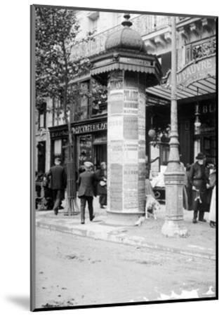 De Passy a Raspail en Metro, 1914-Mireille Havet-Mounted Art Print