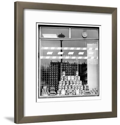 Schaufensterbummel - Trinkfix-Siegfried Wittenburg-Framed Limited Edition