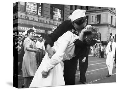 Kissing the War Goodbye in Times Square, 1945, I-Victor Jorgensen-Stretched Canvas Print