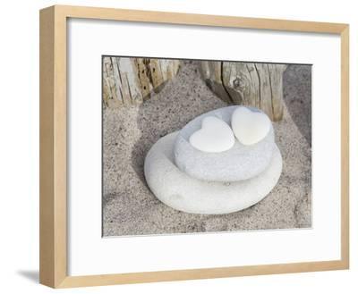Stone Heart Beach-Lebens Art-Framed Art Print