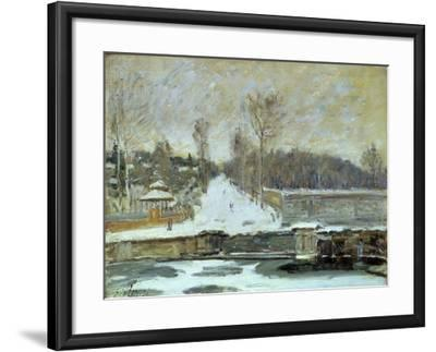 The Watering Place at Marly-Le-Roi, 1875-Alfred Sisley-Framed Giclee Print