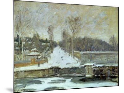 The Watering Place at Marly-Le-Roi, 1875-Alfred Sisley-Mounted Giclee Print