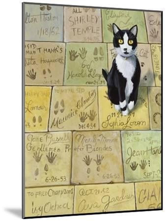 Cat in Hollywood (Chat a Hollywood)-Isy Ochoa-Mounted Giclee Print