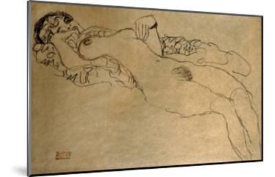 Female Nude Turned Left, 1914/15-Gustav Klimt-Mounted Giclee Print