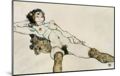 Reclining Female Nude with Legs Spread, 1914-Egon Schiele-Mounted Giclee Print