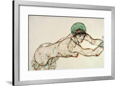 Reclining Female Nude with Green Cap, Leaning to the Right, 1914-Egon Schiele-Framed Giclee Print