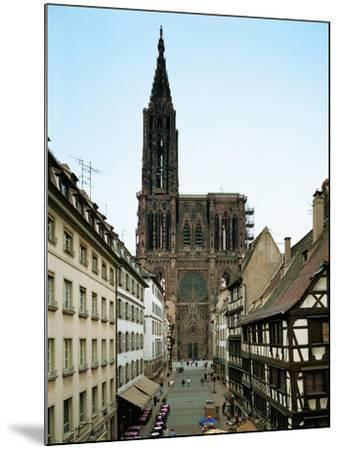 Notre Dame Cathedral, Strasbourg, Begun in Romanesque Style in 1015, Gothic Building, 1176-1439--Mounted Giclee Print