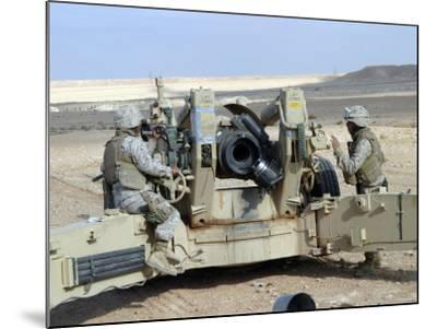 US Marines Prepare to Fire a Howitzer Near Baghdad, Iraq, January 6, 2007-Stocktrek Images-Mounted Photographic Print