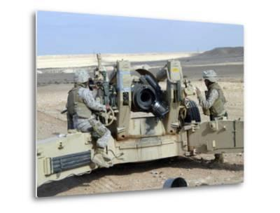 US Marines Prepare to Fire a Howitzer Near Baghdad, Iraq, January 6, 2007-Stocktrek Images-Metal Print