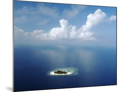 Kandholhudu Island, Ari Atoll, Alifu, Maldives-Felix Hug-Mounted Photographic Print
