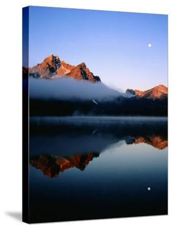 Dawn at Stanley Lake, Sawtooth Mountains, Near Stanley, Stanley, Idaho-Holger Leue-Stretched Canvas Print