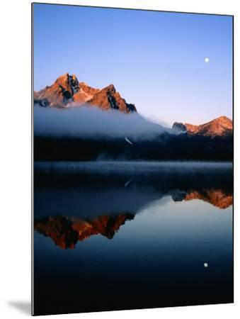 Dawn at Stanley Lake, Sawtooth Mountains, Near Stanley, Stanley, Idaho-Holger Leue-Mounted Photographic Print