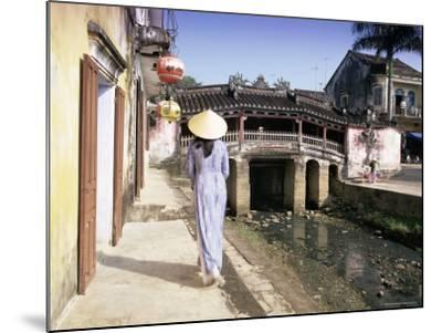 Japanese Covered Bridge, Hoi An, Central Vietnam, Vietnam, Indochina, Southeast Asia, Asia-Gavin Hellier-Mounted Photographic Print