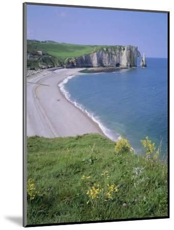 Bay and Cliffs, Etretat, Cote d'Albatre (Alabaster Coast), Haute Normandie (Normandy), France-Roy Rainford-Mounted Photographic Print