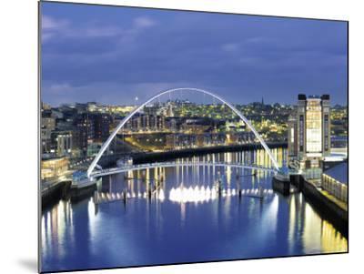 Newcastle, Tyne and Wear, England-Robert Lazenby-Mounted Photographic Print