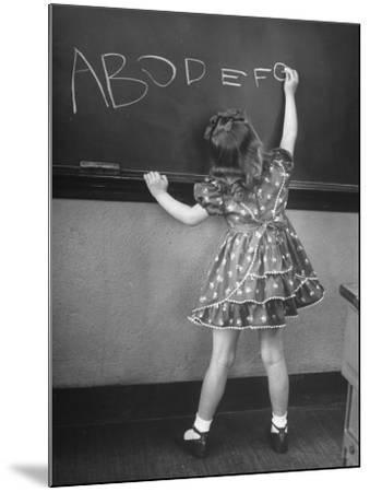Little Girl Learning Her Abc's-Nina Leen-Mounted Photographic Print