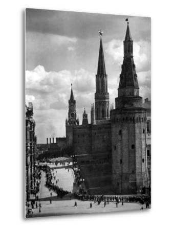 Line of Russians Along Street in Front of the Kremlin-Margaret Bourke-White-Metal Print