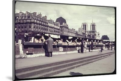 People Shopping at Book and Print Stalls Along the Seine River-William Vandivert-Mounted Photographic Print