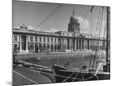 View of the Customs House in Dublin-Hans Wild-Mounted Photographic Print