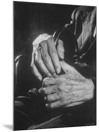 Shot of Hands Belonging to an Old Man-Carl Mydans-Mounted Photographic Print