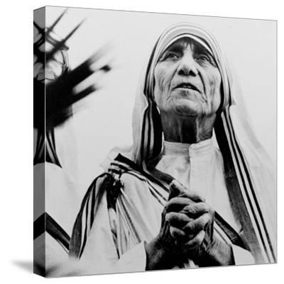 Mother Teresa of Calcutta Prays During a Religious Service--Stretched Canvas Print