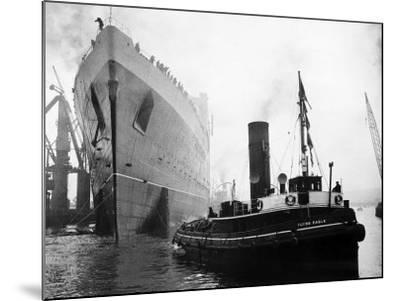 Queen Elizabeth Launch on River Clyde, 1938--Mounted Photographic Print