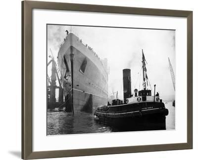 Queen Elizabeth Launch on River Clyde, 1938--Framed Photographic Print