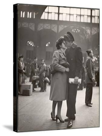 Sailor Kissing His Girlfriend Goodbye before Returning to Duty, Pennsylvania Station-Alfred Eisenstaedt-Stretched Canvas Print