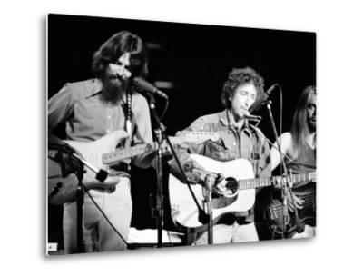 George Harrison, Bob Dylan and Leon Russell Performing for Bangladesh at Madison Square Garden-Bill Ray-Metal Print