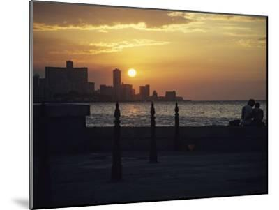 A Couple Embraces on Havanas Malecon-David Evans-Mounted Photographic Print