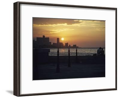 A Couple Embraces on Havanas Malecon-David Evans-Framed Photographic Print