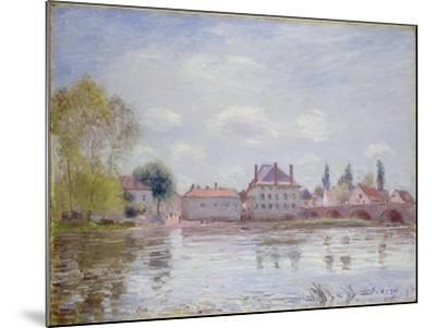 The Bridge at Moret-Sur-Loing, 1890-Alfred Sisley-Mounted Giclee Print