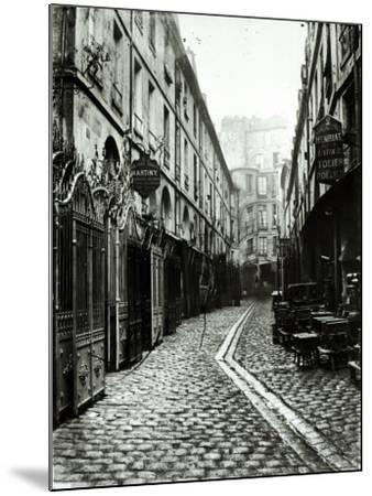 Passage du Dragon, Paris, 1858-78-Charles Marville-Mounted Photographic Print
