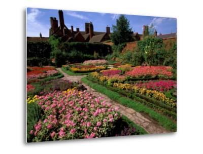 Elizabethan Knot Garden, Shakespeare's Home, Stratford-on-Avon, England-Nik Wheeler-Metal Print
