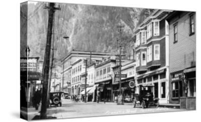 Juneau, Alaska - View of Franklin Street-Lantern Press-Stretched Canvas Print