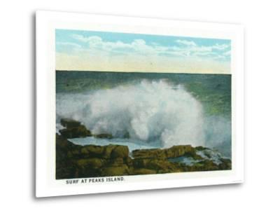 Portland, Maine - Peaks Island View of the Surf-Lantern Press-Metal Print