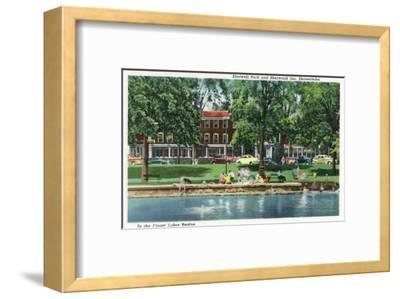 Skaneateles, New York - Shotwell Park and Sherwood Inn Scene-Lantern Press-Framed Art Print