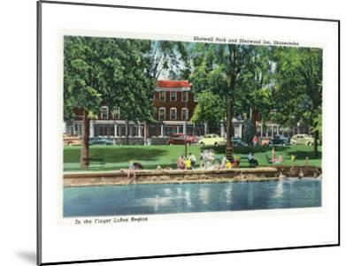 Skaneateles, New York - Shotwell Park and Sherwood Inn Scene-Lantern Press-Mounted Art Print
