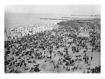 Brighton Beach Full of People New York, NY Photo - New York, NY-Lantern Press-Framed Art Print