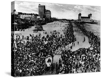 Crowds at Atlantic City, NJ Beauty Pagent Photograph - Atlantic City, NJ-Lantern Press-Stretched Canvas Print
