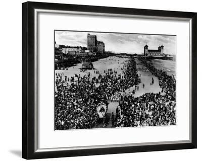 Crowds at Atlantic City, NJ Beauty Pagent Photograph - Atlantic City, NJ-Lantern Press-Framed Art Print