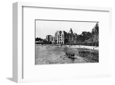 Honolulu, Hawaii View of Royal Hawaiian Hotel Photograph No.1 - Honolulu, HI-Lantern Press-Framed Art Print