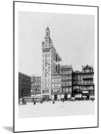 Decker Building Beyond Union Square NYC Photo - New York, NY-Lantern Press-Mounted Art Print