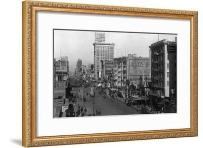 Street Scene, View of the Sterling - New York, NY-Lantern Press-Framed Art Print