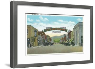 View of Main Street - Grants Pass, OR-Lantern Press-Framed Art Print