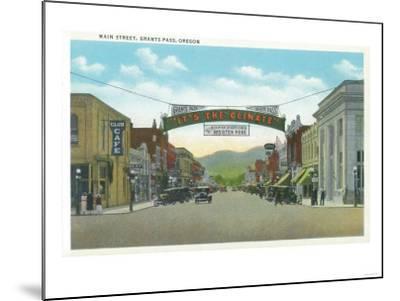 View of Main Street - Grants Pass, OR-Lantern Press-Mounted Art Print