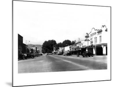 Street Sceve in Chelan, WA looking towards the lake Photograph - Chelan, WA-Lantern Press-Mounted Art Print