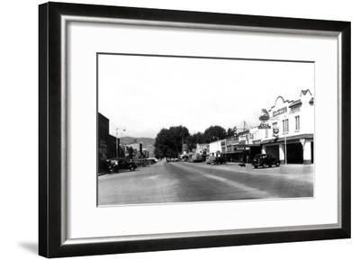 Street Sceve in Chelan, WA looking towards the lake Photograph - Chelan, WA-Lantern Press-Framed Art Print