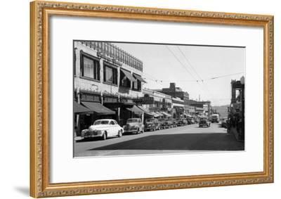 University Avenue in Seattle, Washington Photograph - Seattle, WA-Lantern Press-Framed Art Print